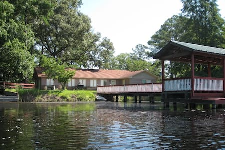 Vacation Pond House Retreat/Wedding - Statesboro