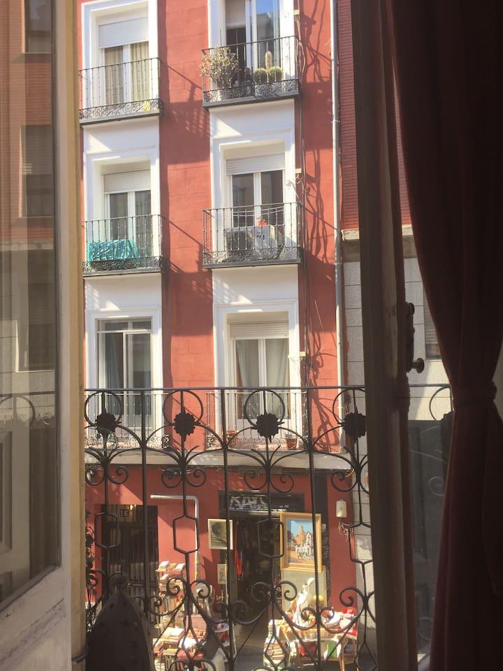 Beautiful balcony apartment in the heart of La Latina