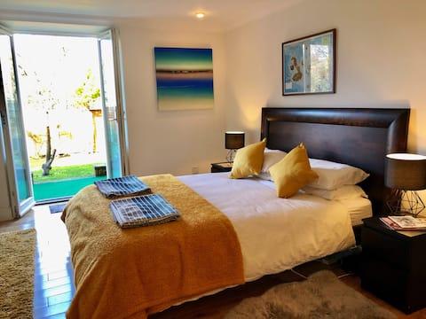 Garden en suite double bedroom with parking