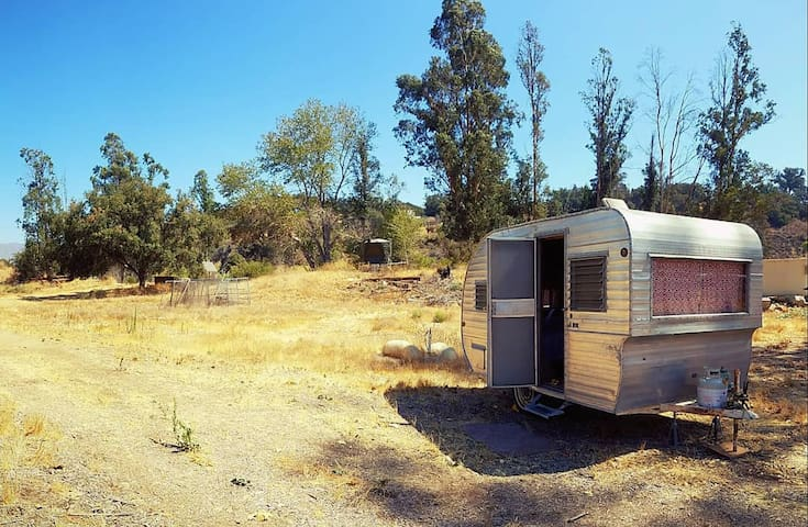 Vintage Camper w/ great hiking & close to ocean!