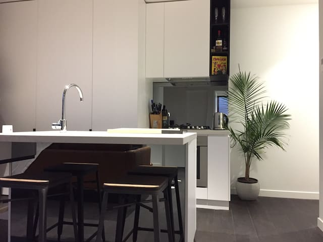 Brand New!- Master Bed & Ensuite! - Collingwood - Apartament