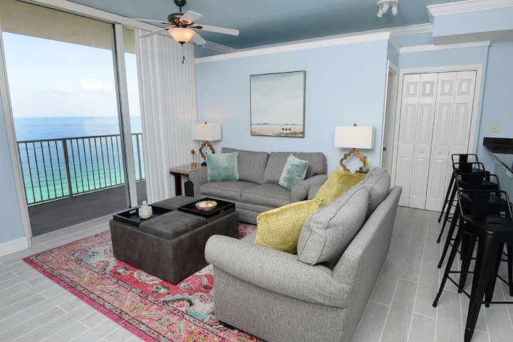 Breathtaking gulf-front condo near Pier Park w/ on-site pools, hot tubs & arcade