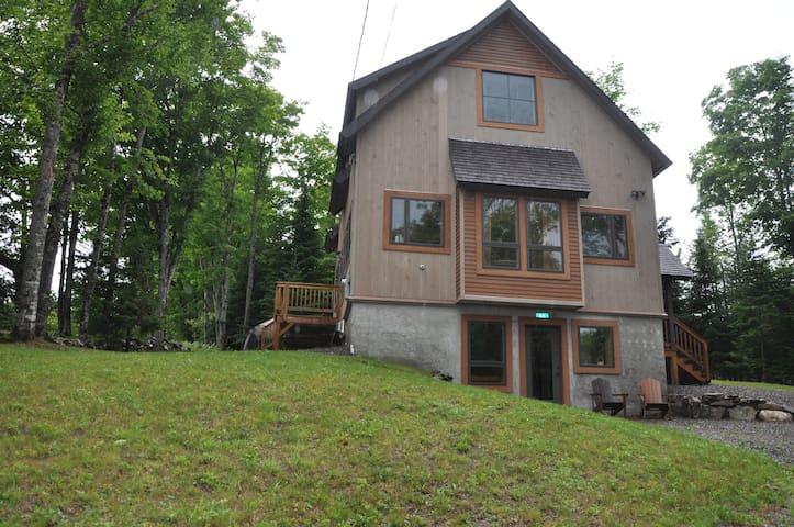 Natural light filled Rangeley Home - Rangeley - Dom