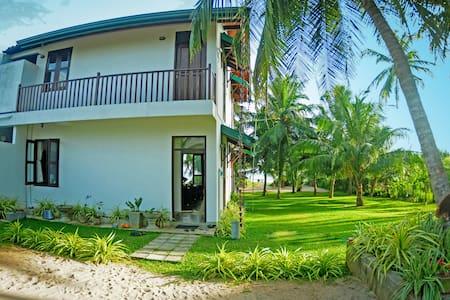 Idyllic beach villa in Tangalle Riviera