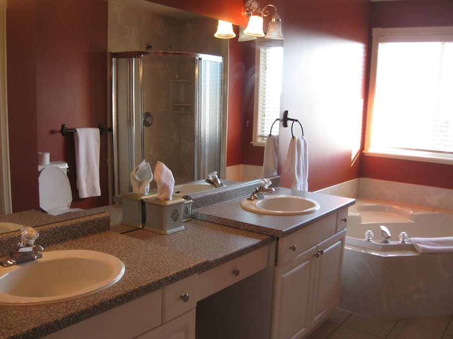 Private, ensuite bath with Jacuzzi and double sinks