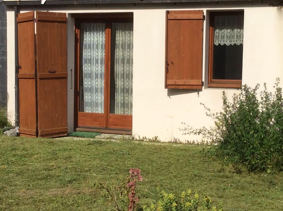 esterno porta finestra giardino
