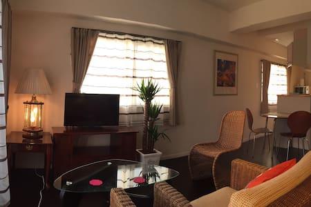 ベランダからの日の出が素晴らしい部屋です。沖縄での滞在を美しくサポートします。 - Yonabaru-chō - Apartment