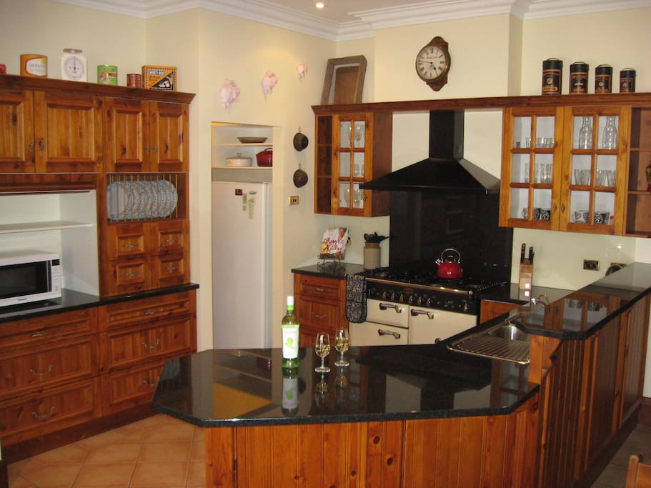 country style kitchen - fully equipped
