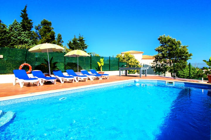 Villa Carvoeiro, pool heating,tennis table,snooker