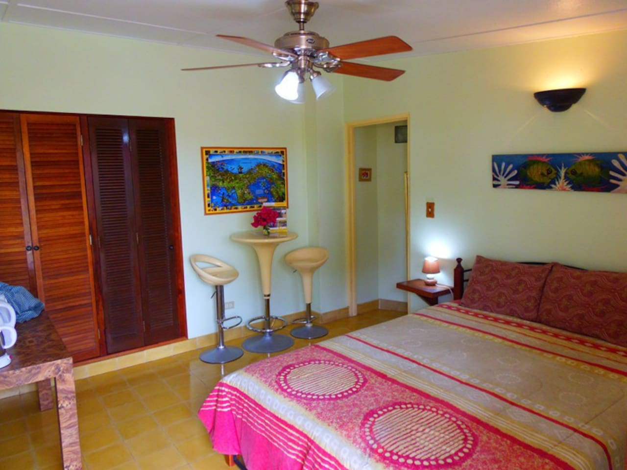 Private room with A/C, On-suite bathroom, free Wi-Fi