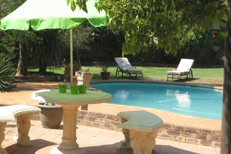 A cozy family home in Hartbeespoort - Hartbeespoort - Hus
