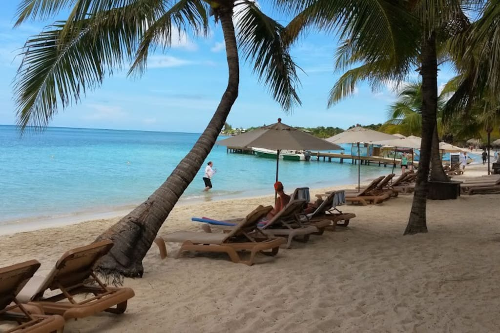 Infinity Bay beach