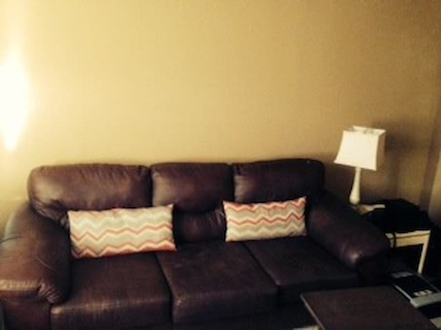 Sofa Available - Bladensburg - 公寓