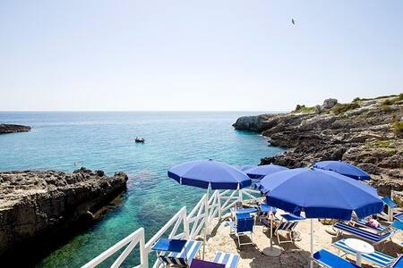 B&B Lo Scalo con lettini sul mare - Marina di Novaglie