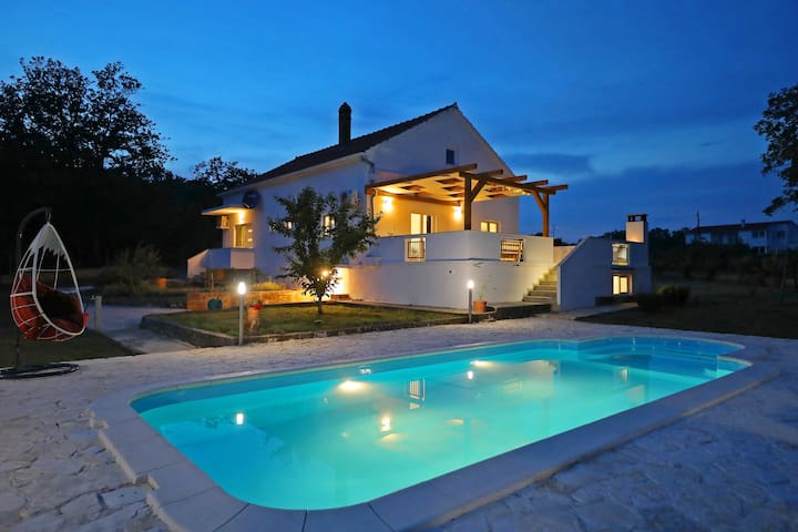 Comfort holiday house with a private heated pool