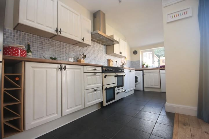 Fully equiped kitchen with large range cooker (5 hobs, 3 ovens and 1 grill). Washing machine and dishwasher. Large fridge freeer.