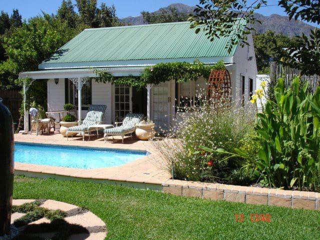 Cottage with pool, sleeps 2. - Franschhoek - Cabaña