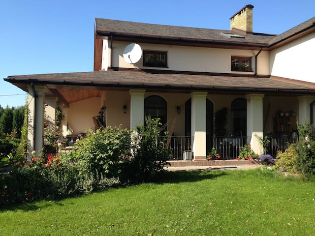 Villa Garden - Ратомка - Huis