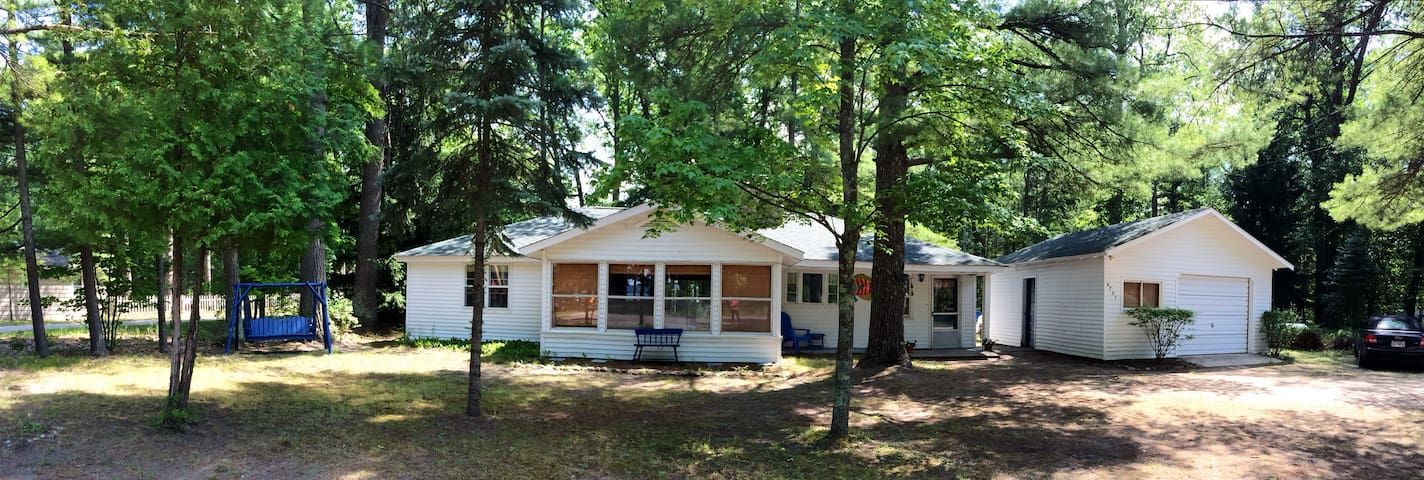 Cozy Torch Lake Cottage nr Sandbar - Rapid City - Dom