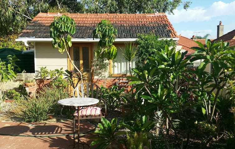 Private cabin - all yours - Mount Lawley