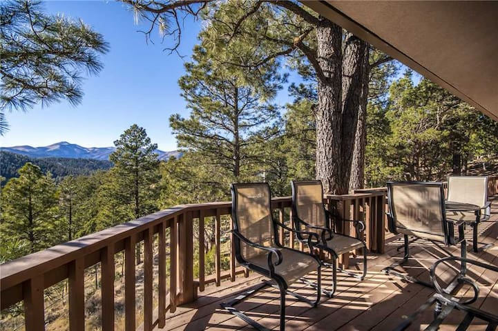 Alto Lakes, 5 Bedrooms, Fireplace, Hot Tub, WiFi, Sleeps 10