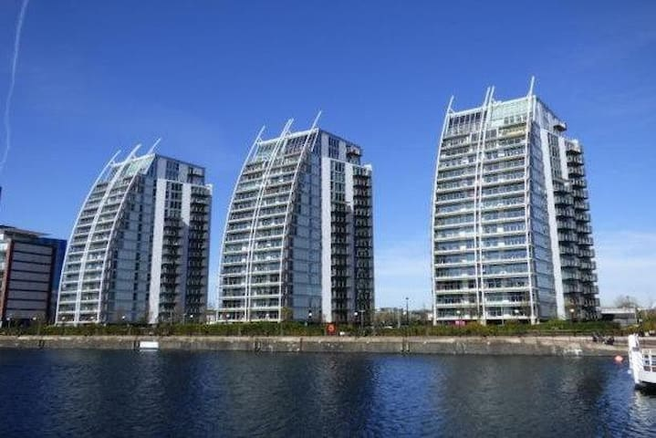 Salford Quays entire apartment/ parking/ sleeps 4