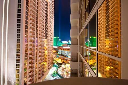 MGMSig 1BR w/Balcony Stripvw 3820