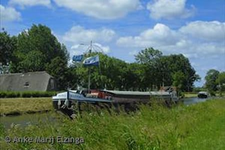 Sleeping on a barge - Gorinchem - เรือ
