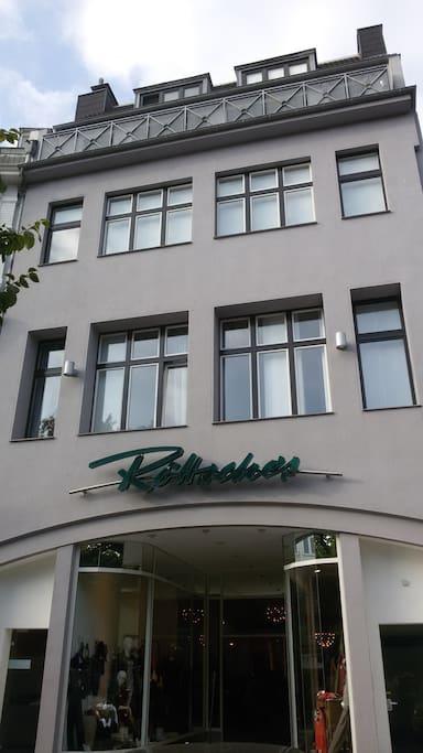 park apartment 1 near aachen cathedral aachen north rhine westphalia. Black Bedroom Furniture Sets. Home Design Ideas