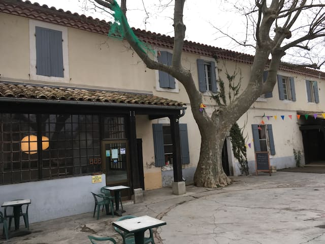 Chambres d'hôtel proche Avignon - Aramon - Hotel butik