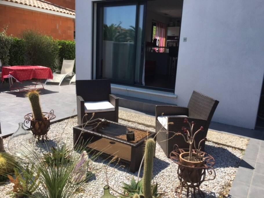 Studio design cap d 39 agde pr s plages jardin wi fi for Cap d agde jardin