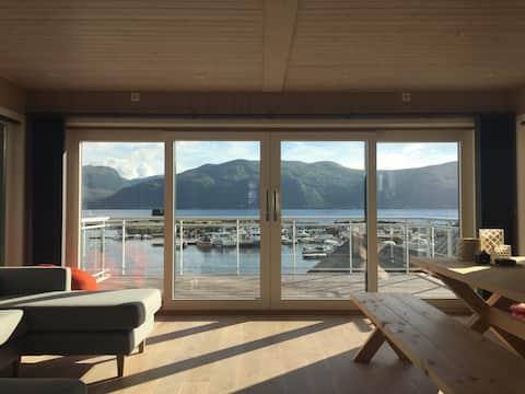 Stor nyere sjøhytte med 3 soverom på Larsnes