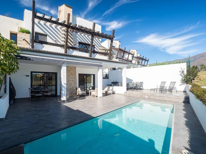 2310-Luxury villa, private pool and golf/sea view