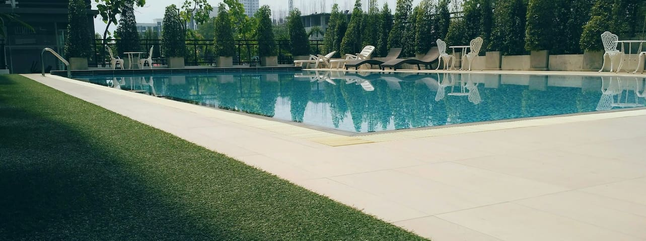 swimming pool 游泳池