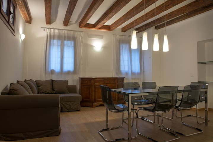 Biennial house-central close to San Marco-Wifi