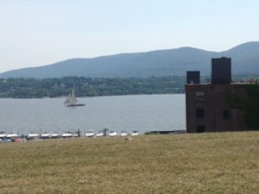 The Hudson River is visible from Grand Street and only a short walk from Jean's Hudson River Penthouse are the marina and waterfront restaurants, the Downing Film for watching indy and documentaries. At the waterside, there is a park where you can catch a