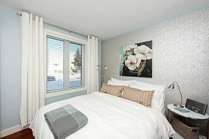 Chic 1 Bedroom in Beechwood Village (Suite 1)