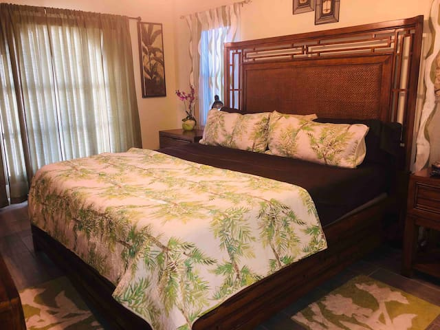 Sunny Florida Spacious Haven with King Bed!