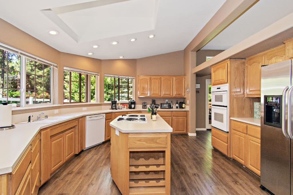 Large, stocked kitchen with gas cooktop on island, lots of windows!