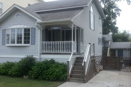 Charming Renovated Beach Cottage - North Beach