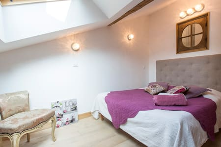 the Alps, cosy 2 rooms flat in medieval city - Albertville - 住宿加早餐