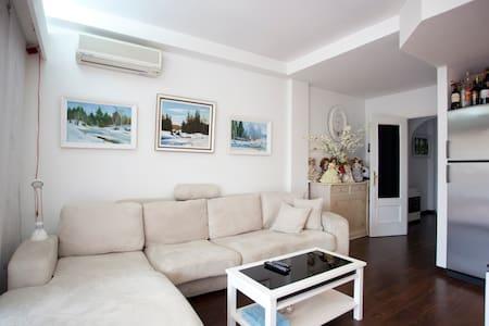 Mallorca , lil' house with garden - Llucmajor - Casa