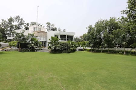 Fully managed stunning villa  in leafy south delhi - Nuova Delhi