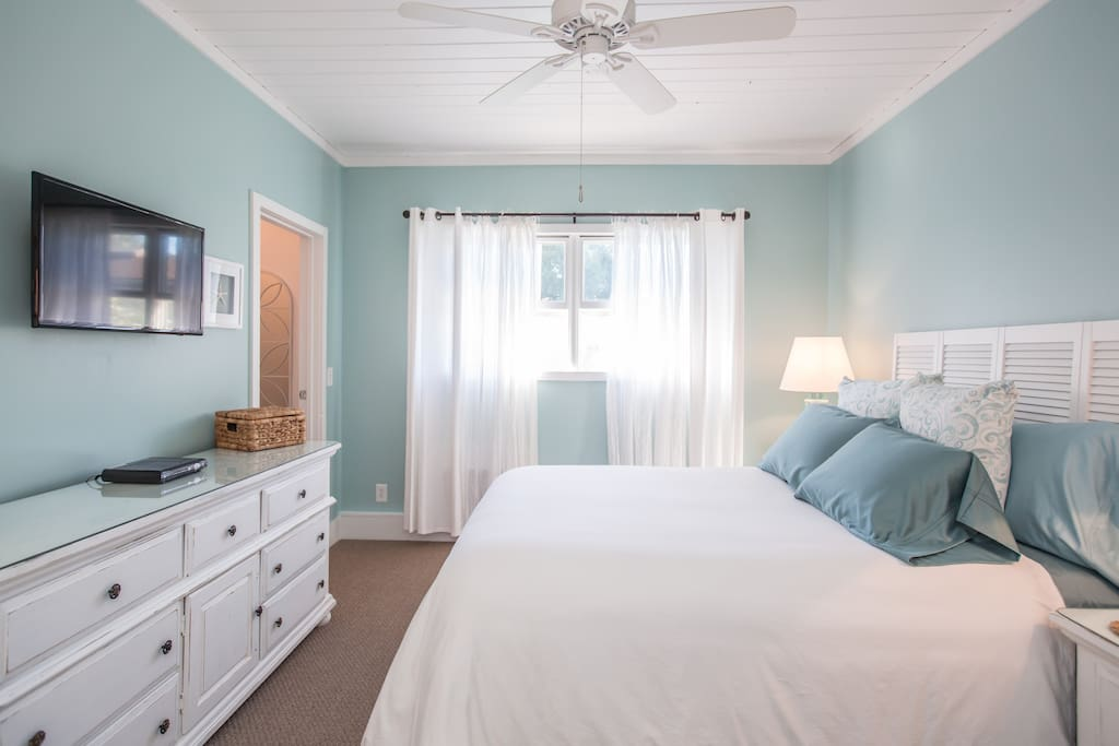 Beachy Bliss LA Favorite Near Universal Studios Guesthouse For Rent In L