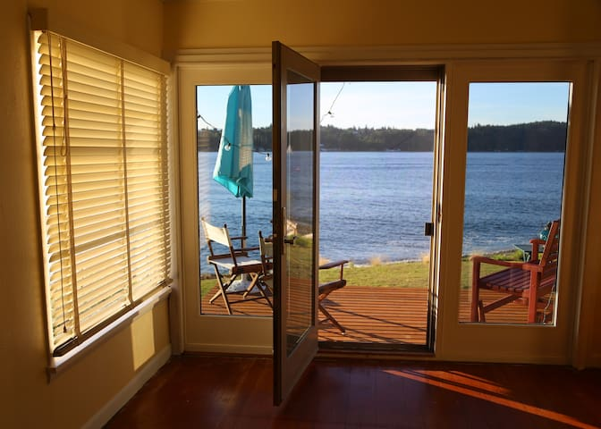 Sinclair Beach Cottage~Waterfront!! - Port Orchard - Casa