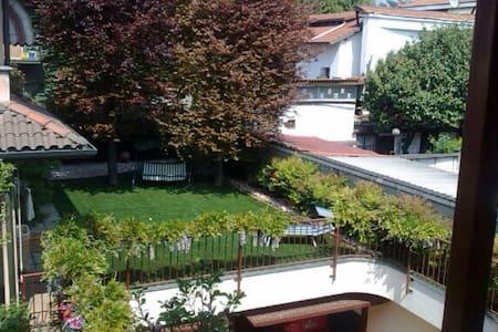 Stanza con bagno privato in villa - Cusano Milanino