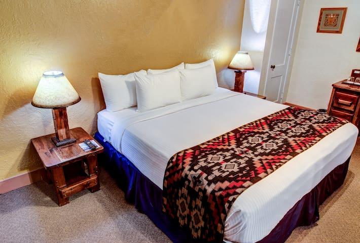 El Rancho Hotel - Marx Brothers Suite