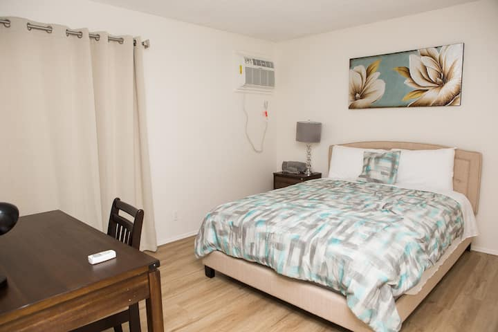 Pleasant Hollywood One Bedroom - Fully Furnished