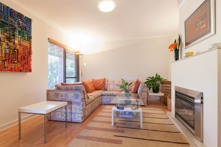 Boutique 2 Bed home apartment with access to pool - Attadale - Apartment