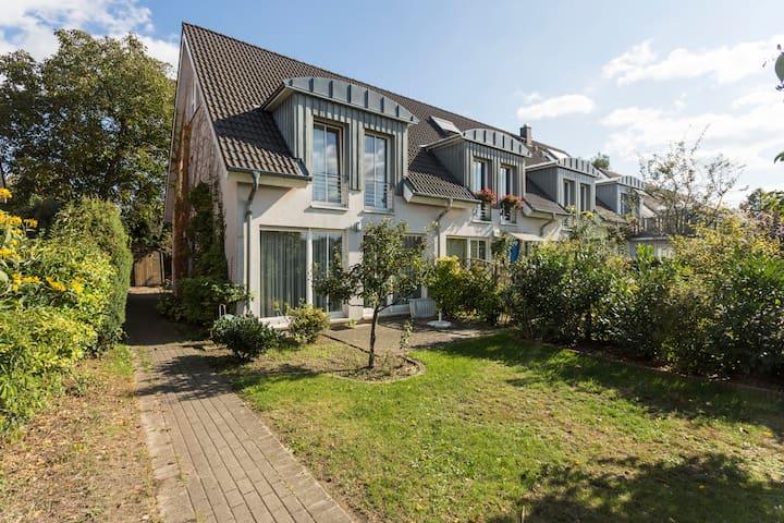 Schönes Zimmer in Haus mit Garden-1 - Berlim